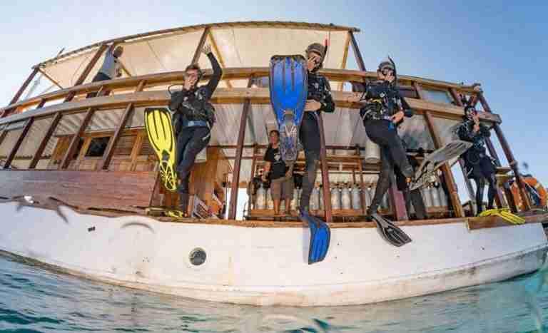 boat-and-diving-in-komodo-2.jpg