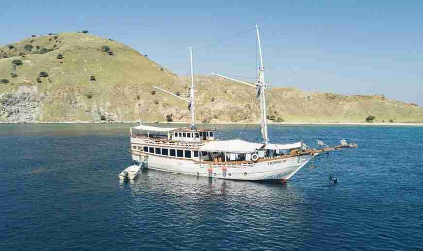 Komodo Liveaboard | Manta Rhei Dive Center Komodo