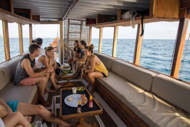 Day Trips Diving   Komodo Diving   Manta Rhei Dive Center Komodo