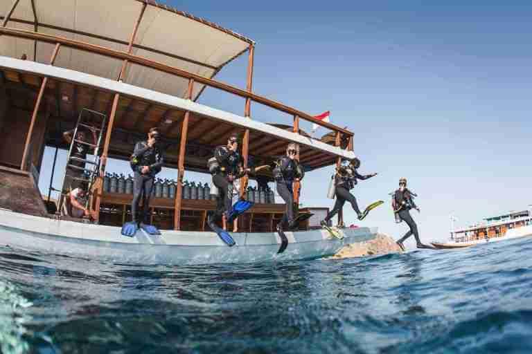 komodo boat dive deck