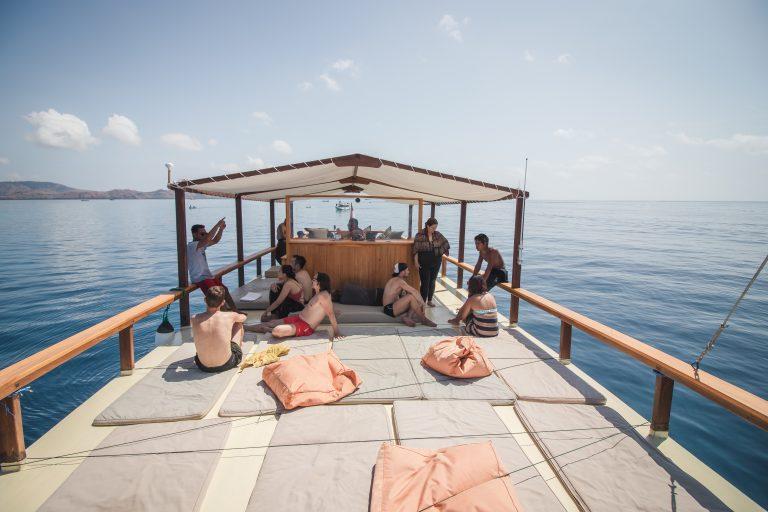 komodo dive boat