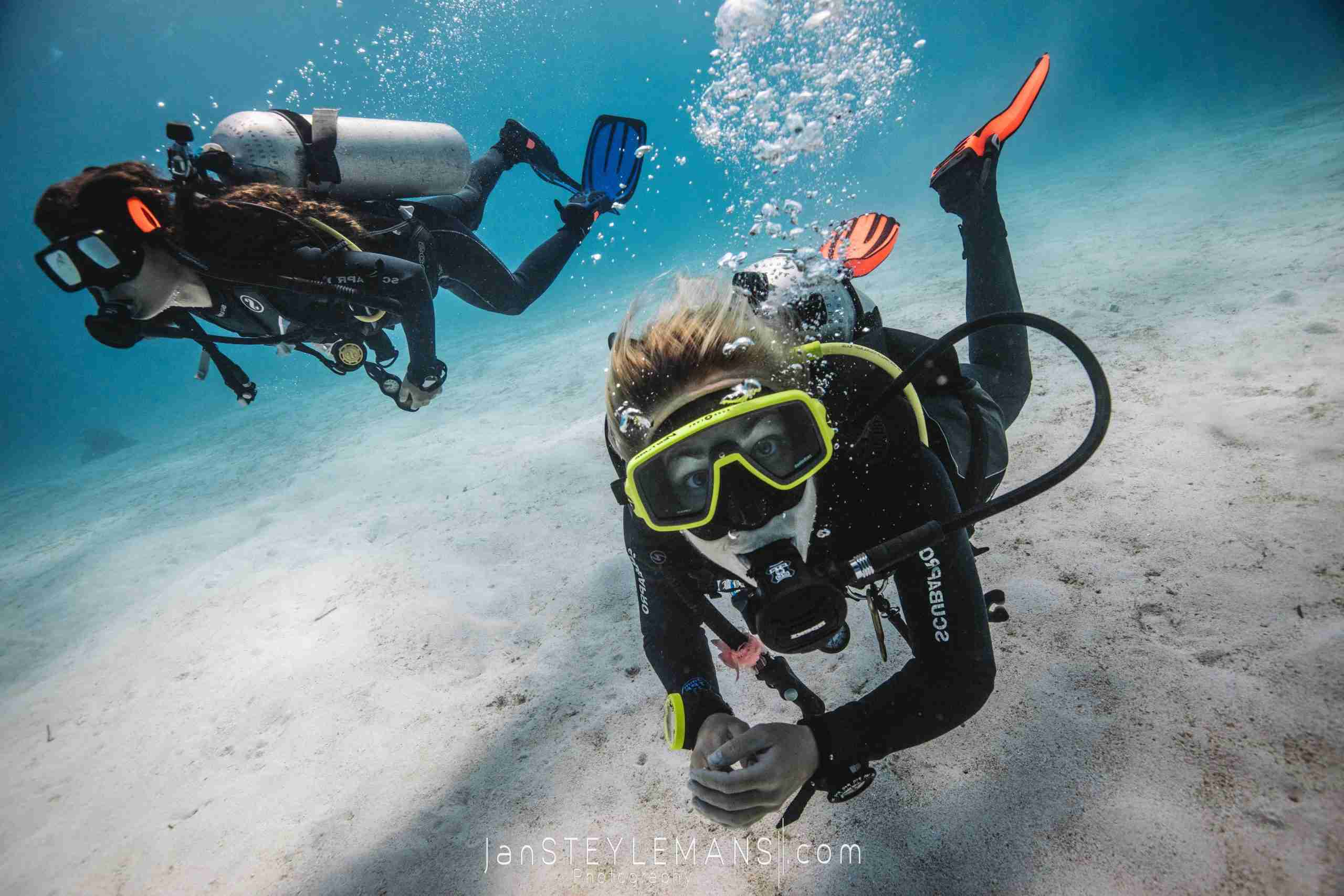 Diver underwater on the way to a new adventure.